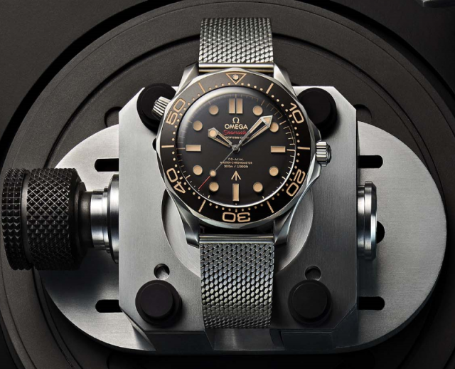 featured image - omega seamaster 007 edition watch
