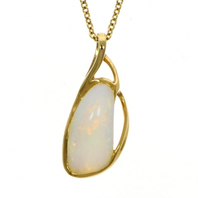 18ct Yellow Gold 2.30ct Opal Pendant